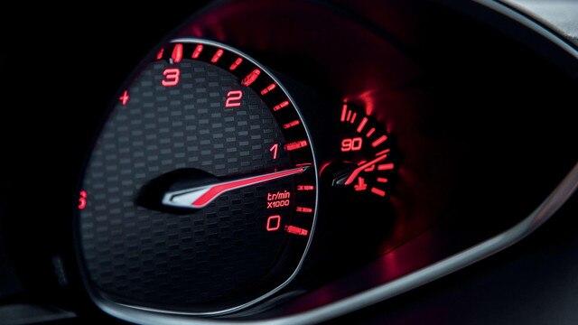 Nouvelle PEUGEOT 308 GT – affichage du combiné en rouge