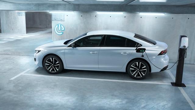 Nouvelle PEUGEOT 508 HYBRID, la nouvelle berline haut de gamme dans sa motorisation hybride rechargeable.