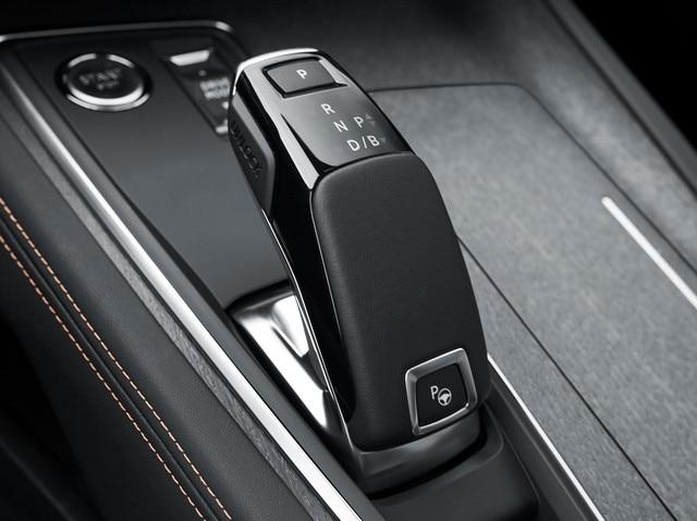 PEUGEOT PLUG-IN HYBRID: Le conducteur peut choisir d'activer une inédite fonction Brake qui permet une décélération du véhicule sans appui sur la pédale de frein.