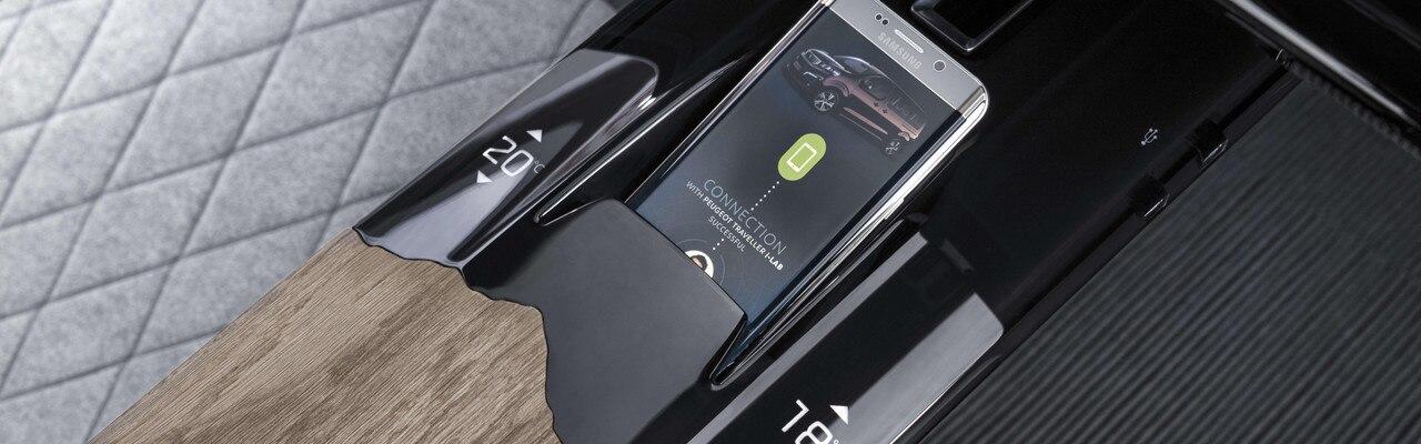 Hyperconnectivité Traveller i-Lab - Bornes de recharge par induction pour smartphone