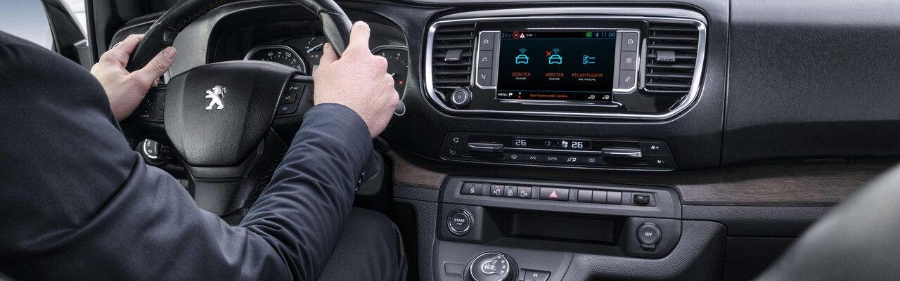 Expérience de conduite Traveller i-Lab - Une navigation connectée avec l'équipement Visio Park
