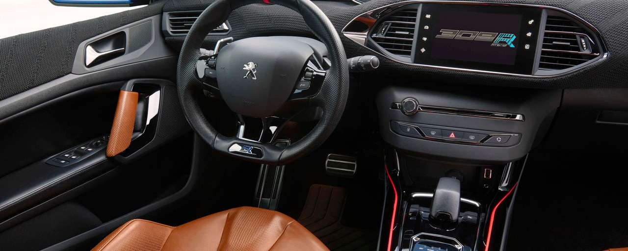 Peugeot i-Cockpit® 308 R Hybrid - Vue de l'architecture innovante au service du conducteur pour une maîtrise maximale