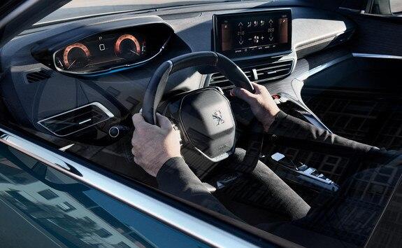Nouveau SUV PEUGEOT 5008: Peugeot i-Cockpit® modernisé avec volant compact, nouveau combiné tête haute et nouvel écran tactile capacitif