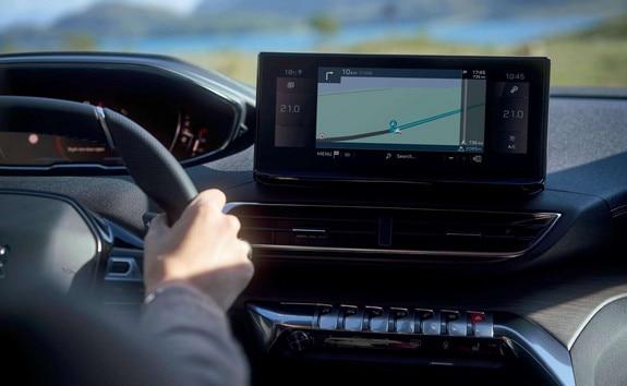 Nouveau SUV PEUGEOT 5008: nouvel écran tactile 10 pouces haute définition