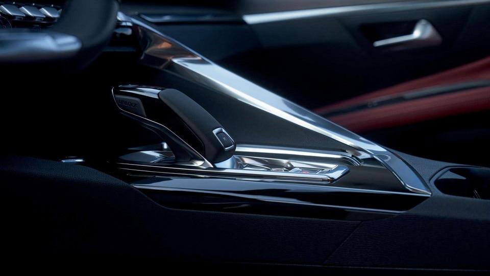 Nouveau SUV PEUGEOT 5008: boite de vitesses automatique EAT8