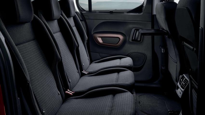NOUVEAU PEUGEOT RIFTER – 3 sièges arrière individuels et sytème Magic Flat