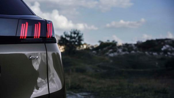 Nouveau SUV PEUGEOT 3008  - Nouveau feux arrière 3 griffes