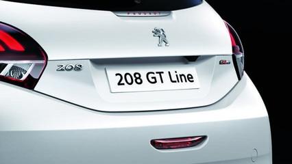 PEUGEOT 208 GT LINE : Monogrammes GT Line sur le volet arrière et Lettrage PEUGEOT rouge à l'arrière