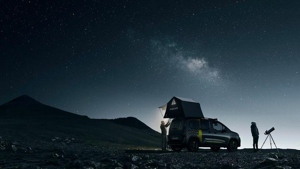 PEUGEOT RIFTER 4x4 concept – tente dépliée sur véhicule vue arrière