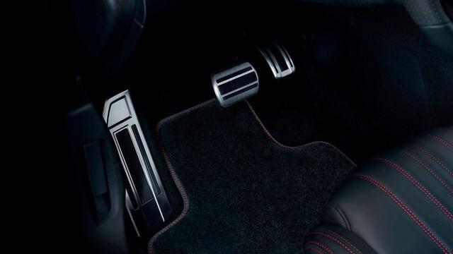 Nouvelle PEUGEOT 308 GT – pédalier et repose-pieds aluminium