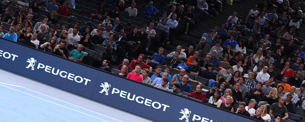 ATP World Tour - Vue sur le public et logo Peugeot, partenaire officiel