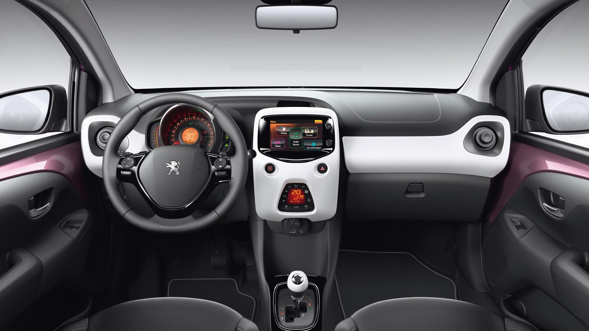 Peugeot 108 la citadine personnalisable et connect e for Peugeot 907 interieur