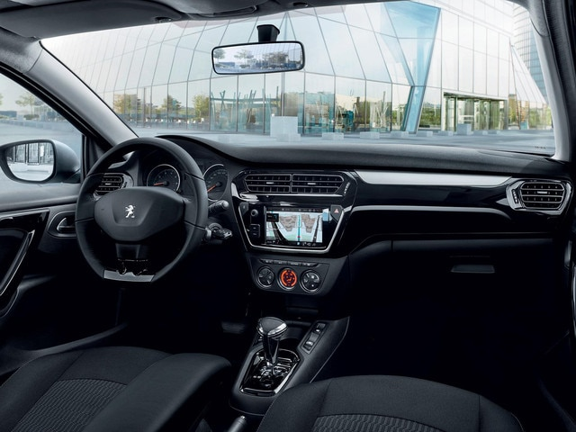 Nouvelle Peugeot 301 : Poste de conduite ergonomique
