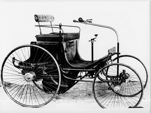 Deux siècles d'innovations – illustration du quadricycle type 2 Peugeot en 1890