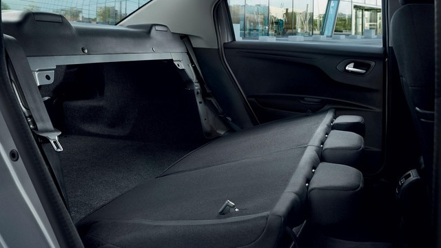 Nouvelle Peugeot 301 : Dossiers arrière intégralement rabattables