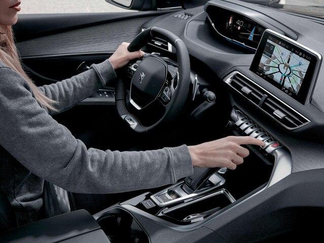 SUV PEUGEOT 5008 : intérieur