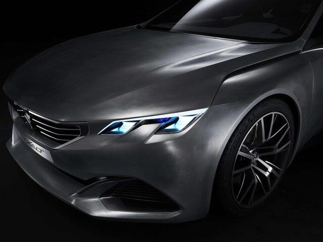 Peugeot Exalt - La motorisation utilise la tehcnologie HYbrid4