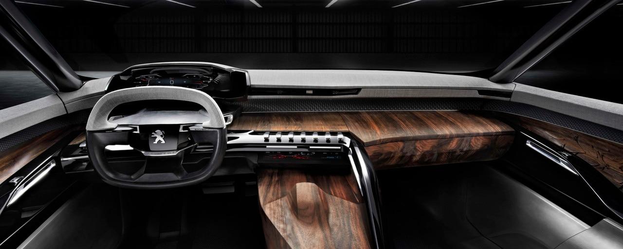 Design intérieur Exalt - Présentation du volant en cuir et textile chiné et de la planche de bord